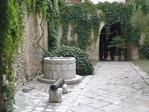 Serracapriola castello for Piani di coperta del cortile